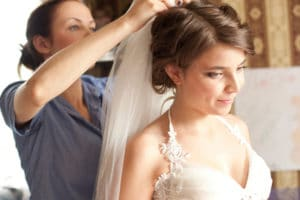 paying your wedding hairdresser