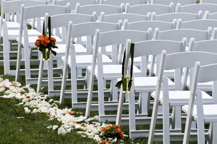 Image Source: folding-chairs-tables-discount.com