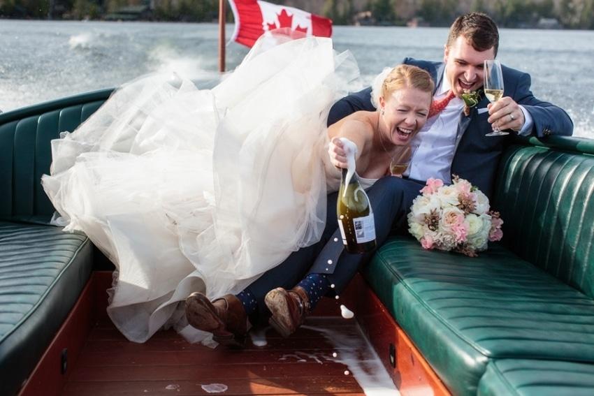 funny-wedding-photo-on-boat