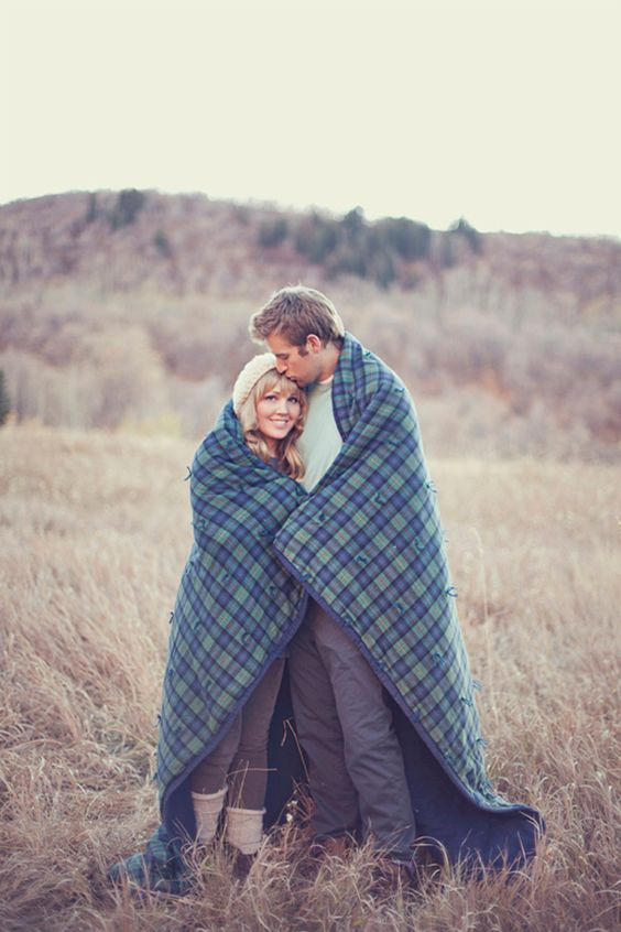 winter engagement photo outfits