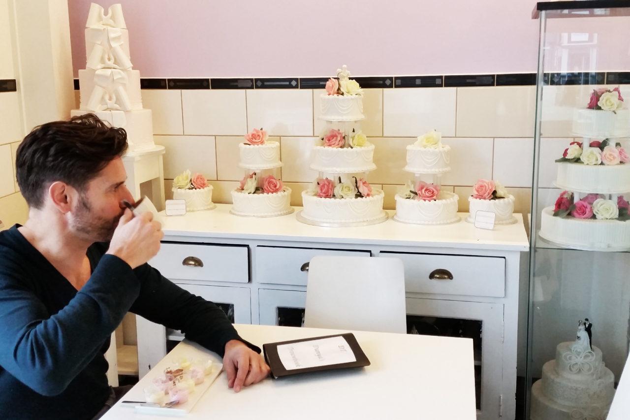 wedding planning cake tasting