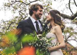 couple getting married in the fall